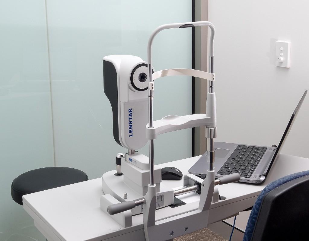 Lenstar eye testing machine